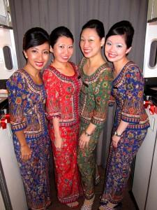 Singapore_Airlines_Hostes