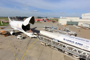 Airbus_Beluga_A350_XWB_first_wing_upper_cover