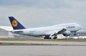 Boeing_747-8_Lufthansa_First_flight_havayolu