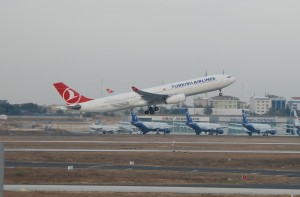 Turkish Airlines_Airbus A330-300_TC-JNL_001