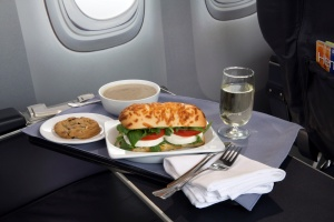 United-Airlines_First-Class_Meal_food