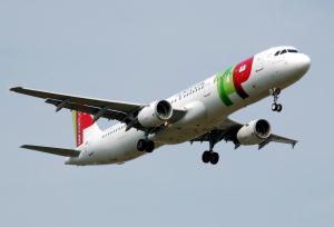 TAP_Airbus A321-200_cs-tje_London_heathrow