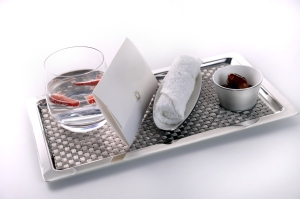 Etihad Airways_newdining concept_First-Class-Reception-Service-including-personal-welcome-letter