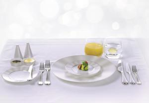 Etihad Airways_newdining concept_First-Class-table-setting-with-Nikko-fine-bone-china-and-cutlery-by-Studio-William