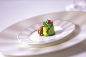 Etihad Airways_newdining concept_First-Class-tableware-by-Nikko