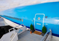 KLM_airbnb_hotel_plane