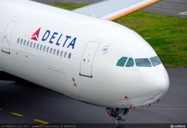Airbus A330-300_242T_Delta_Air_Lines_roll_out_painthall_3