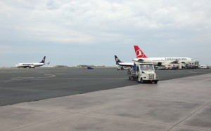 THY_Turkish Airlines_Airbus A319_TC-JLR_Thessaloniki Airport_May 2015_002