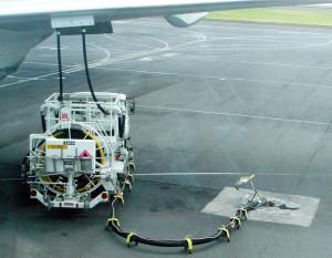 Jet_a1_truck_refueling_aircraft_yakit_ucak