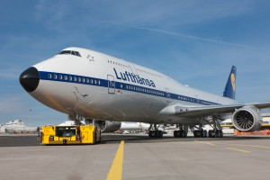 Lufthansa_Boeing 747_Retro_YT-FRA