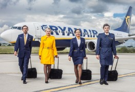 Ryanair_cabin-crew_new uniform_2015