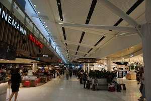 Sydney_Airport_SYD_T1_Duty_Free_after_immigration