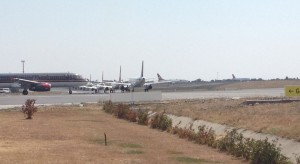 Istanbul Ataturk Havalimanı_AHL_uçak_taksi_kuyruk_Agu 2015