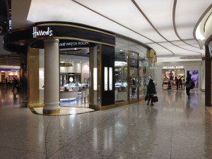 London Heathrow_LHR_Terminal 2_Harrods_Michael Kors