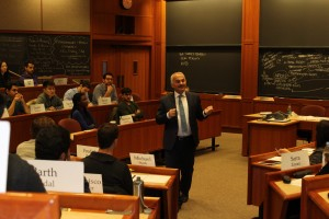 THY CEO'su Temel Kotil, Harvard Business School'da ders verirken - Şubat 2016