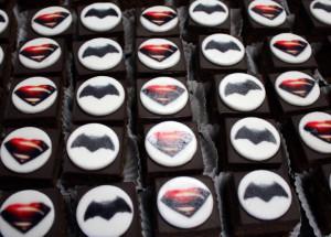 THY_Turkish Airlines_Batman_Superman_movie_inflight cake