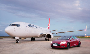 Qantas_Boeing 737_aircraft_Tesla_Model S P90D_electric car_001