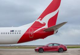 Qantas_Boeing 737_aircraft_Tesla_Model S P90D_electric car