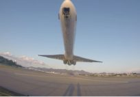 INSANELY LOW MD-80 TAKEOFF FROM ST MAARTEN