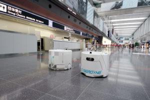 Cyberdyne temizlik robotu, Tokyo Haneda Havalimanı'nda iş başında...