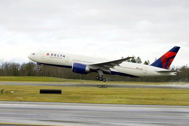 Delta_Boeing_777_200lr_takeoff