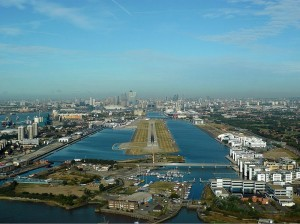 London_City_Airport_Zwart