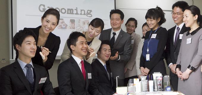 Korean-Air_steward_grooming_2013