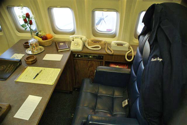 Air Force One_Reagan_old phones
