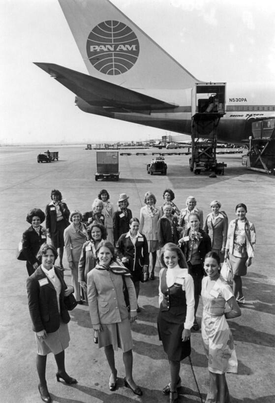 Pan Am staff in 1977 in front of a Boeing 747-SP