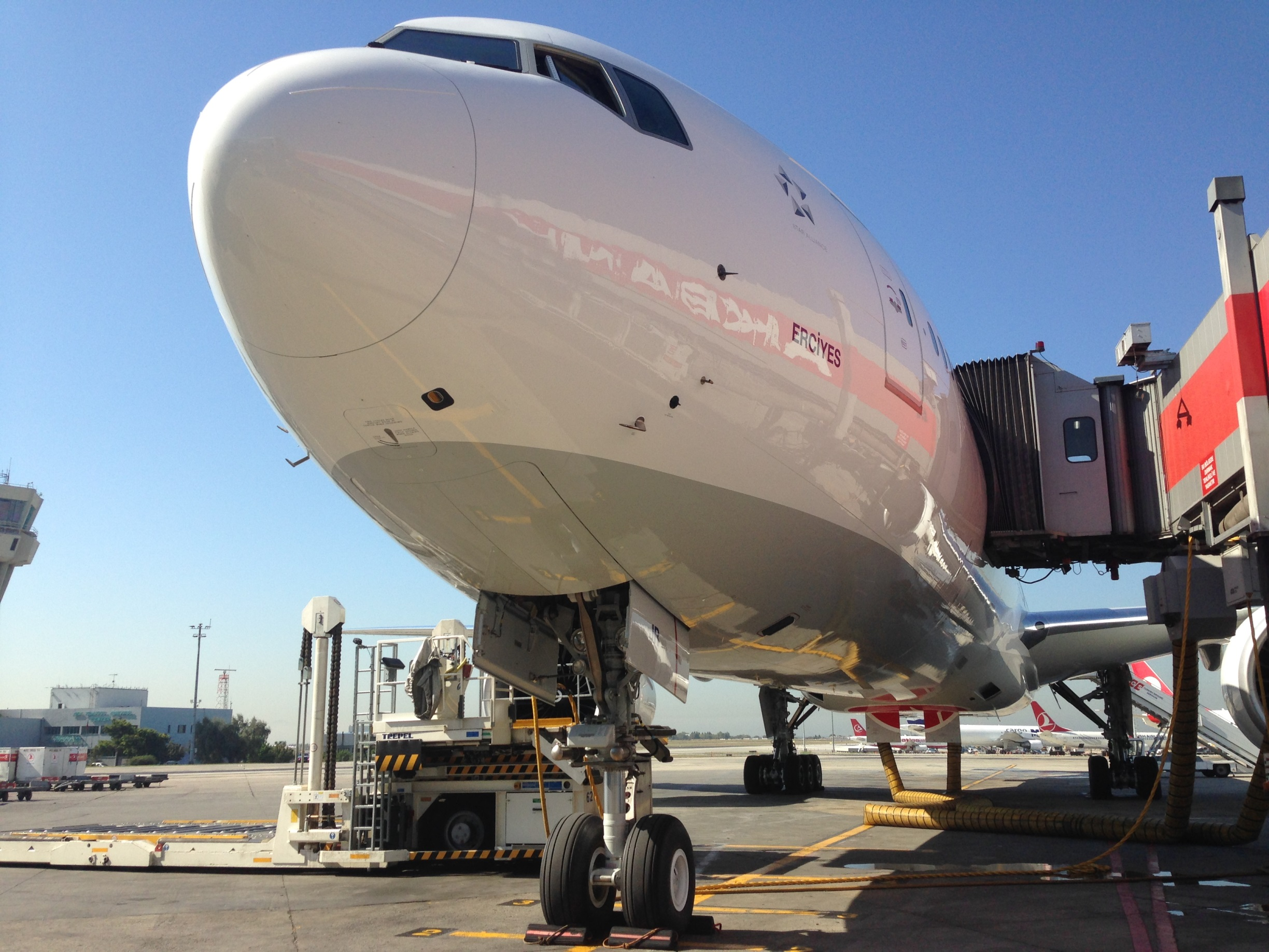 Turkish Airlines_Boeing 777-300ER_TC-JJR_July 2014_003