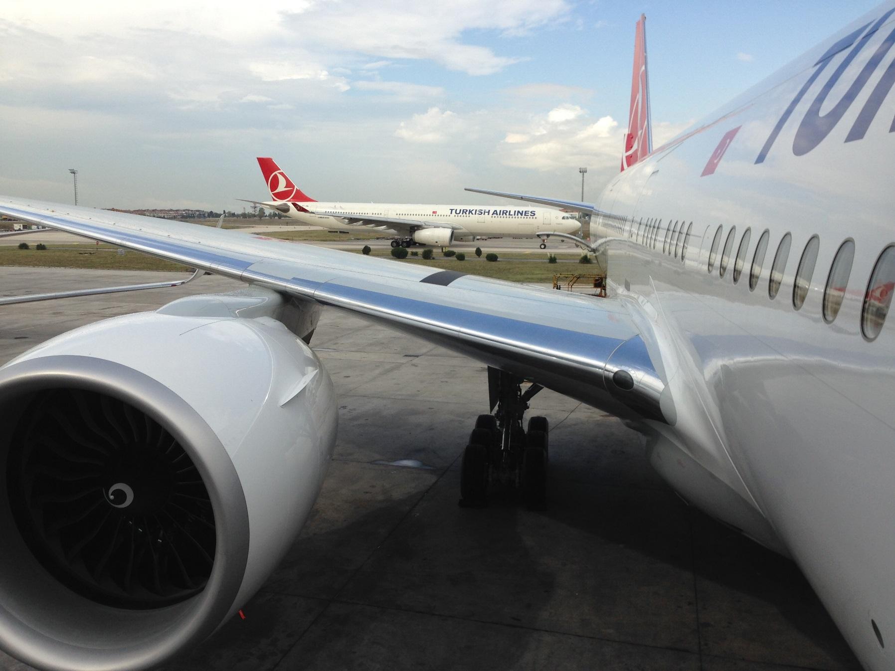 THY_Turkish Airlines_Boeing 777-300ER_TC-JJT_001