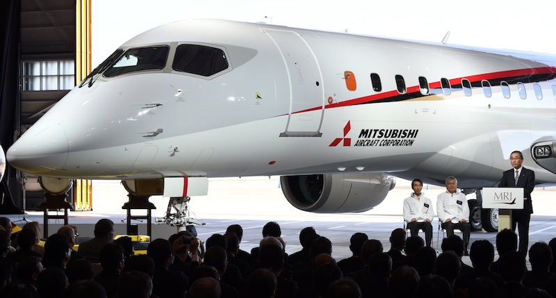 Mitsubishi_MRJ90_roll out_oct 2014