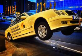 Lufthansa_Premium Economy_Ad_Mercedes_Taxi