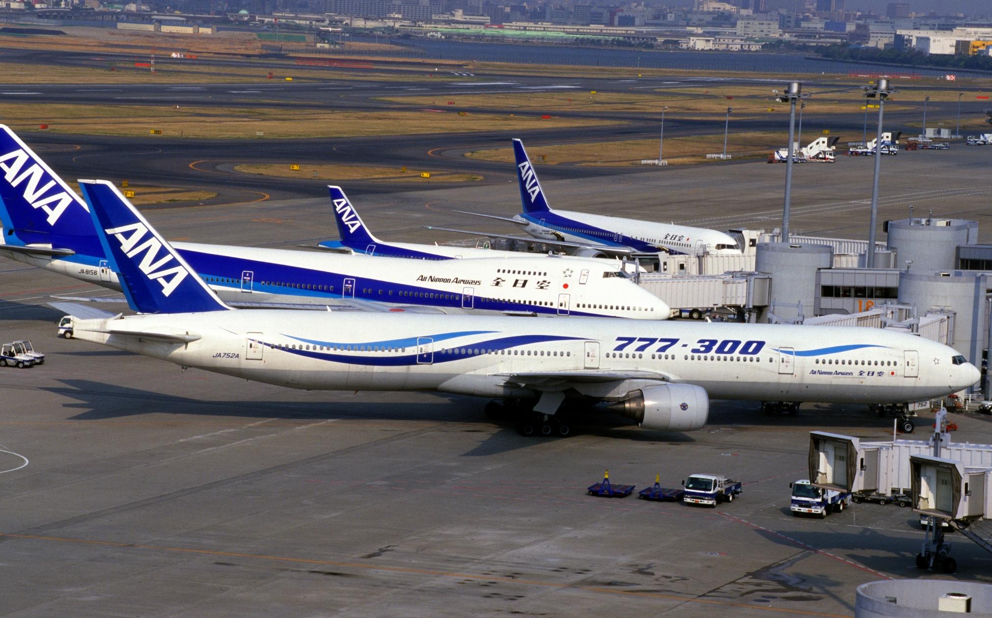 ANA_All_Nippon_Airways_B777-381_(JA752A-28274-160)