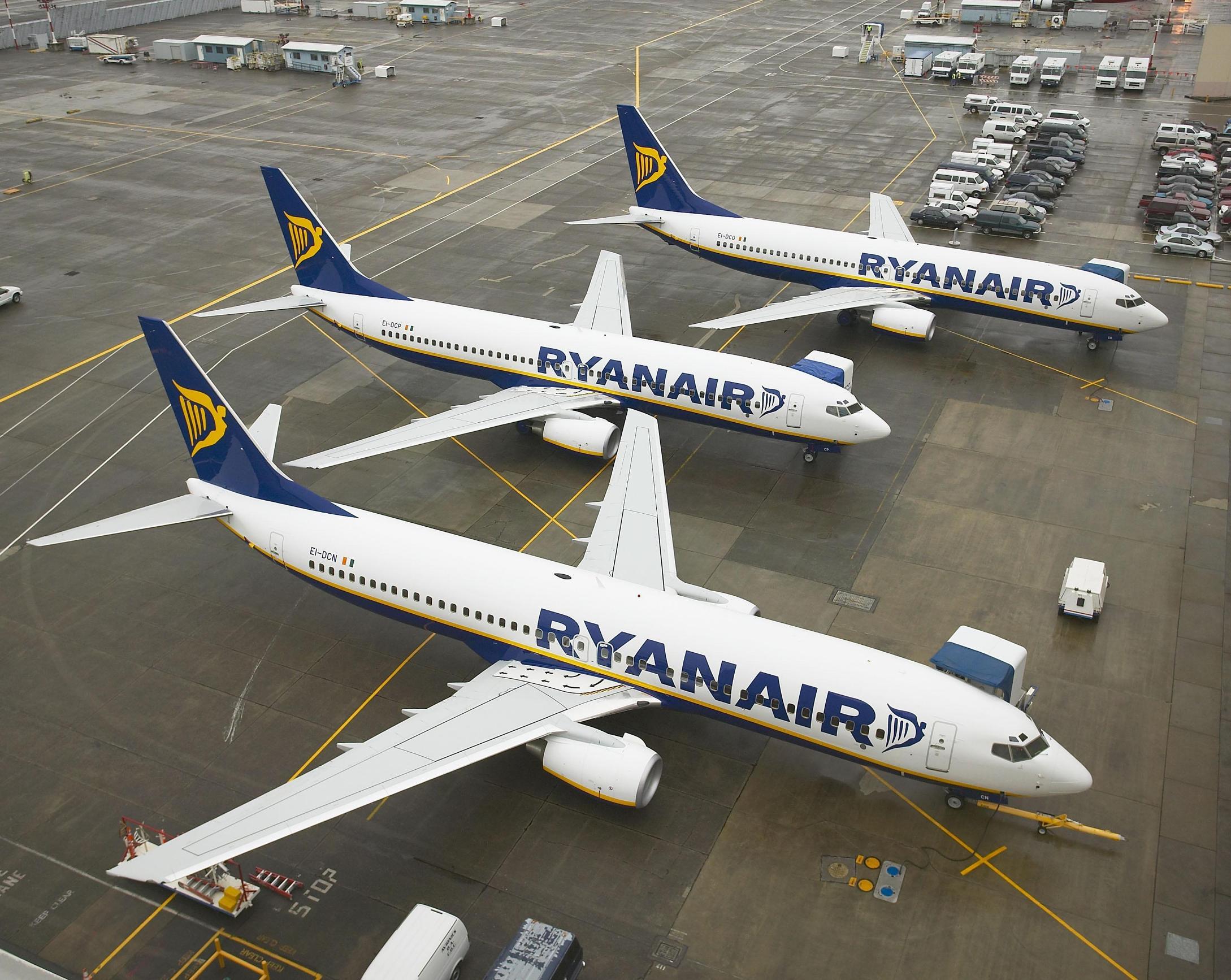 Ryanair_Boeing 737_EI-DCN_EI-DCP_EI-DCO