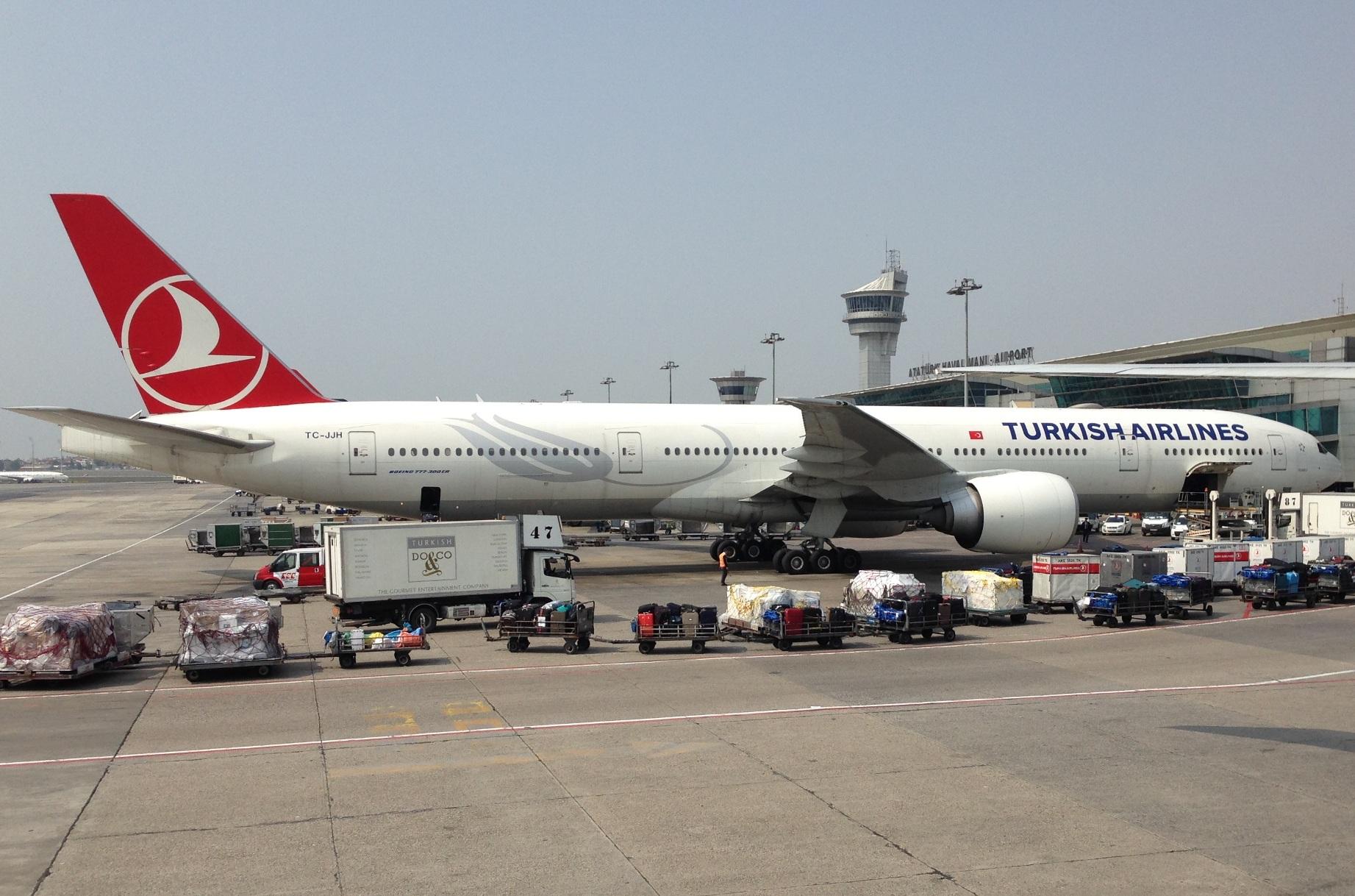 THY_Turkish-Airlines-Boeing-777-300ER-@-Istanbul-Ataturk-Airport-TC-JJH_002