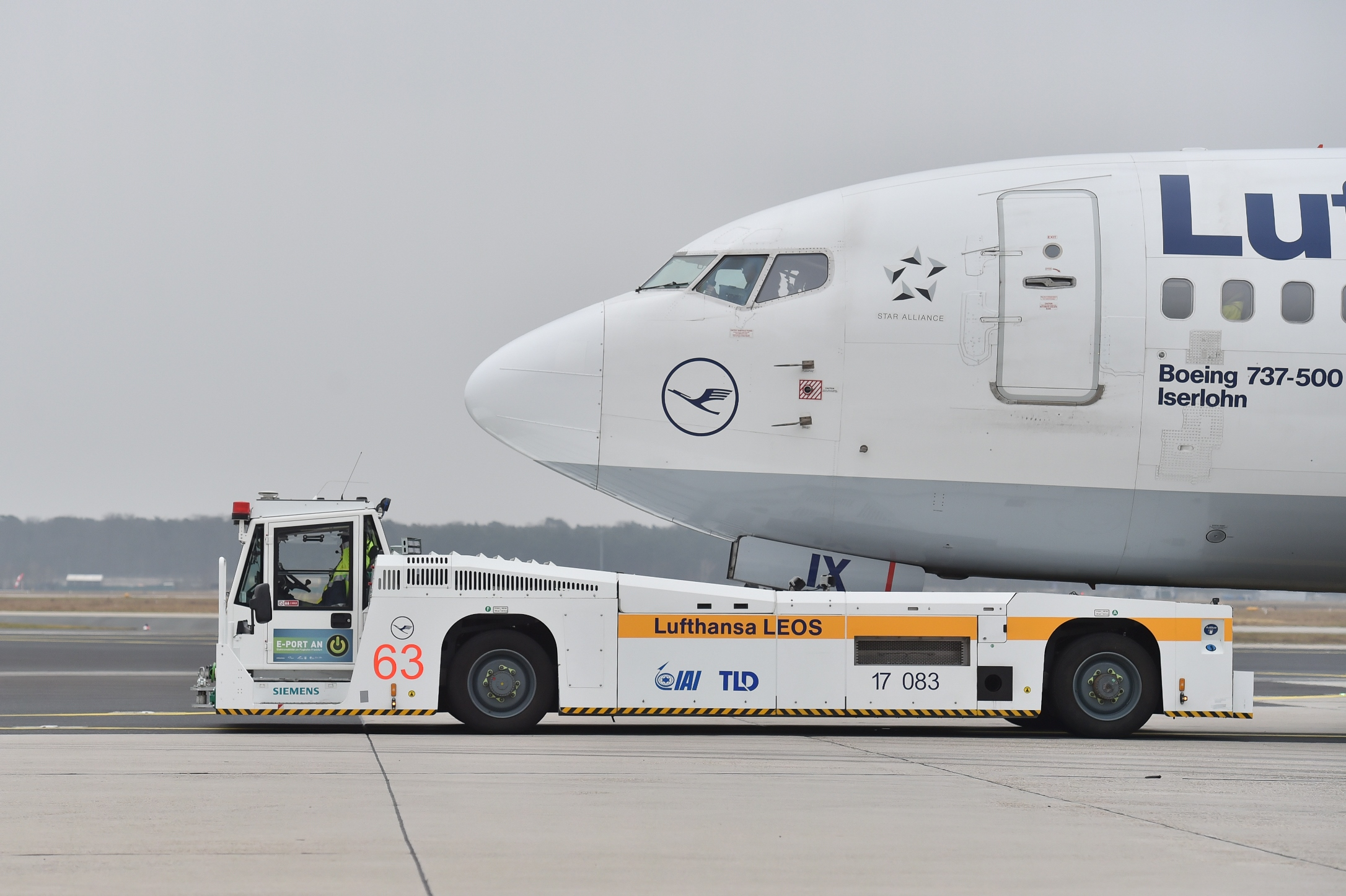 TaxiBot_Lufthansa_LEOS_Frankfurt_Airport_Pushback_Taxi