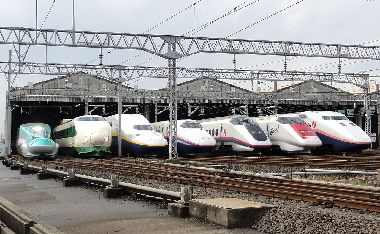 High speed train_JR_East_Shinkansen_Niigata_Depot_2012_japan