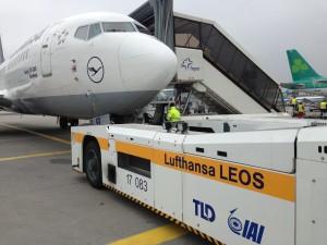 Lufthansa Taxibot_Boeing 737-300_Frankfurt_March 2015_FRA