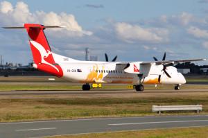 Qantas_VH-QOW_Taronga_Western_Plains_Zoo_Logo-jet_Bombardier_Dash_8