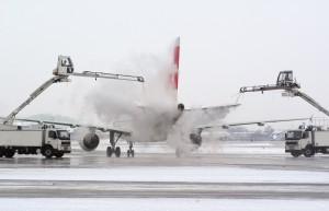 Swissport_aircraft_de-icing