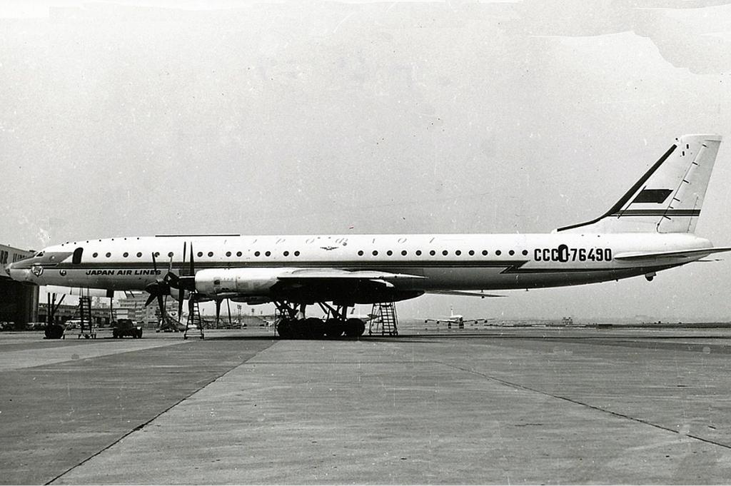 Aeroflot_Tupolev_Tu-114_JAL_livery_APM