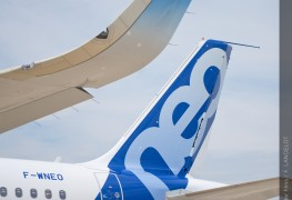 Airbus_A320neo_sharklet_tail