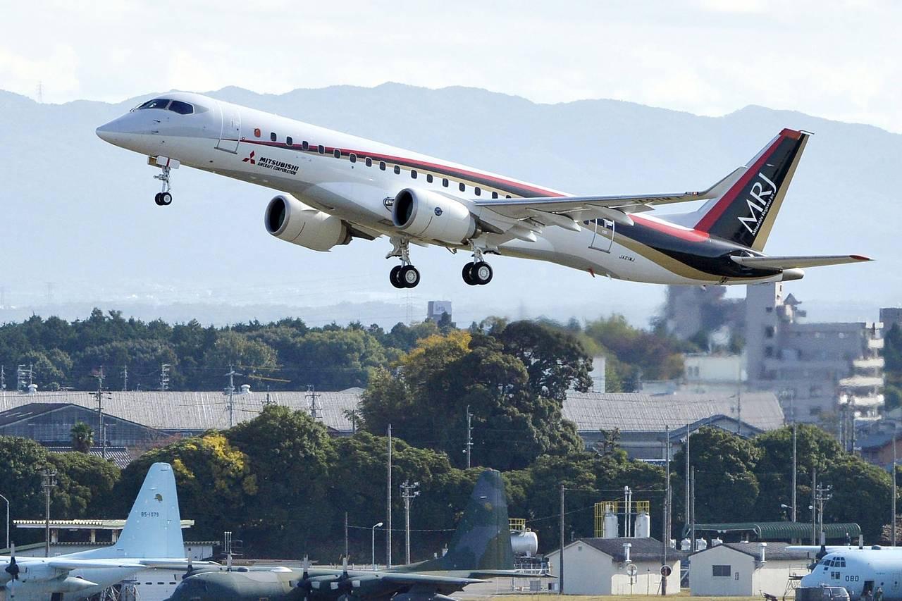 Mitsubishi Regional Jet_MRJ-90_first flight_nov 2015