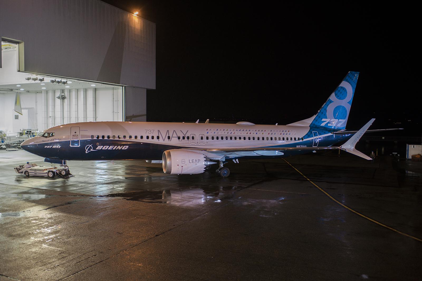 Boeing-737-MAX-8_debut_Dec-2015_001