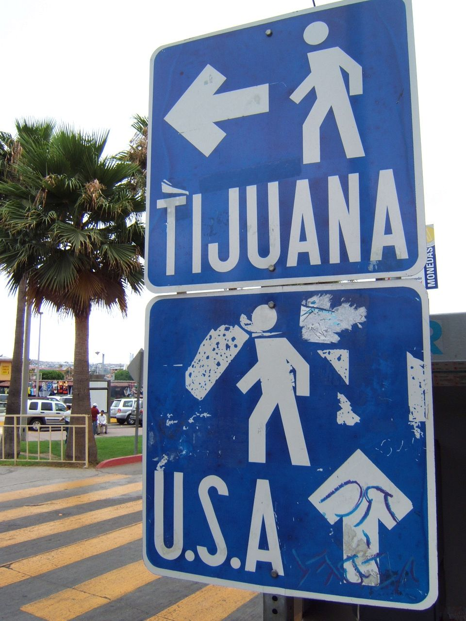 Pedestrian_border_crossing_sign_Tijuana_Mexico_US
