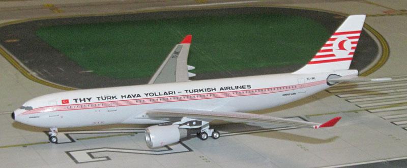 THY_turk-hava-yollari_turkish-airlines-airbus-a330-203-tc-jnc-retro-model_kushimoto-317-28-B