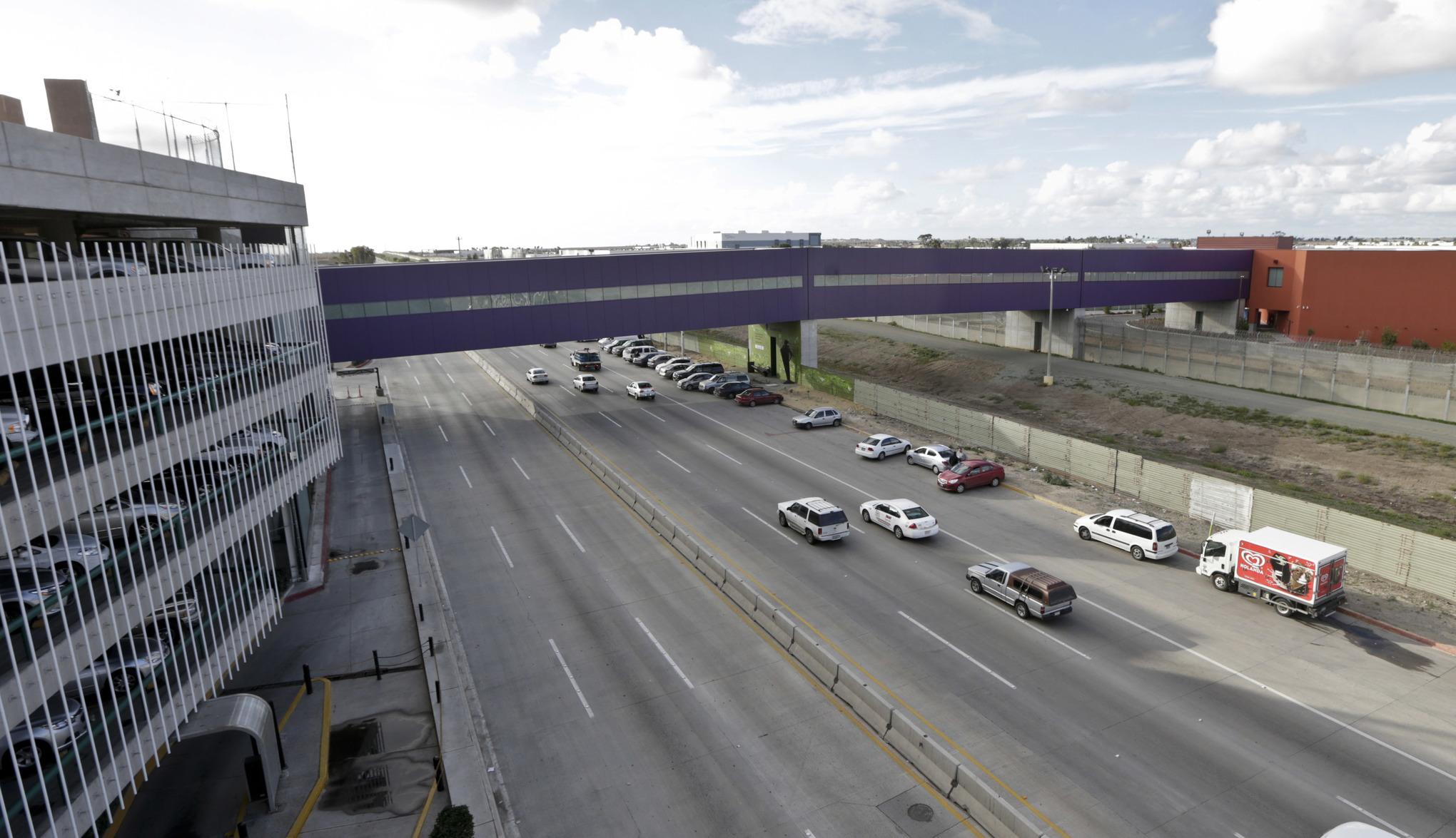 Tijuana-Havalimani_cross-border-express_abd-meksika-sınırı