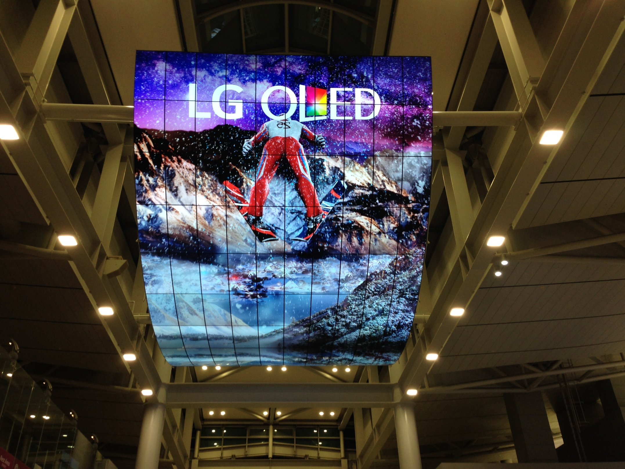 LG_OLED_Seoul_Incheon Airport_jan 2016