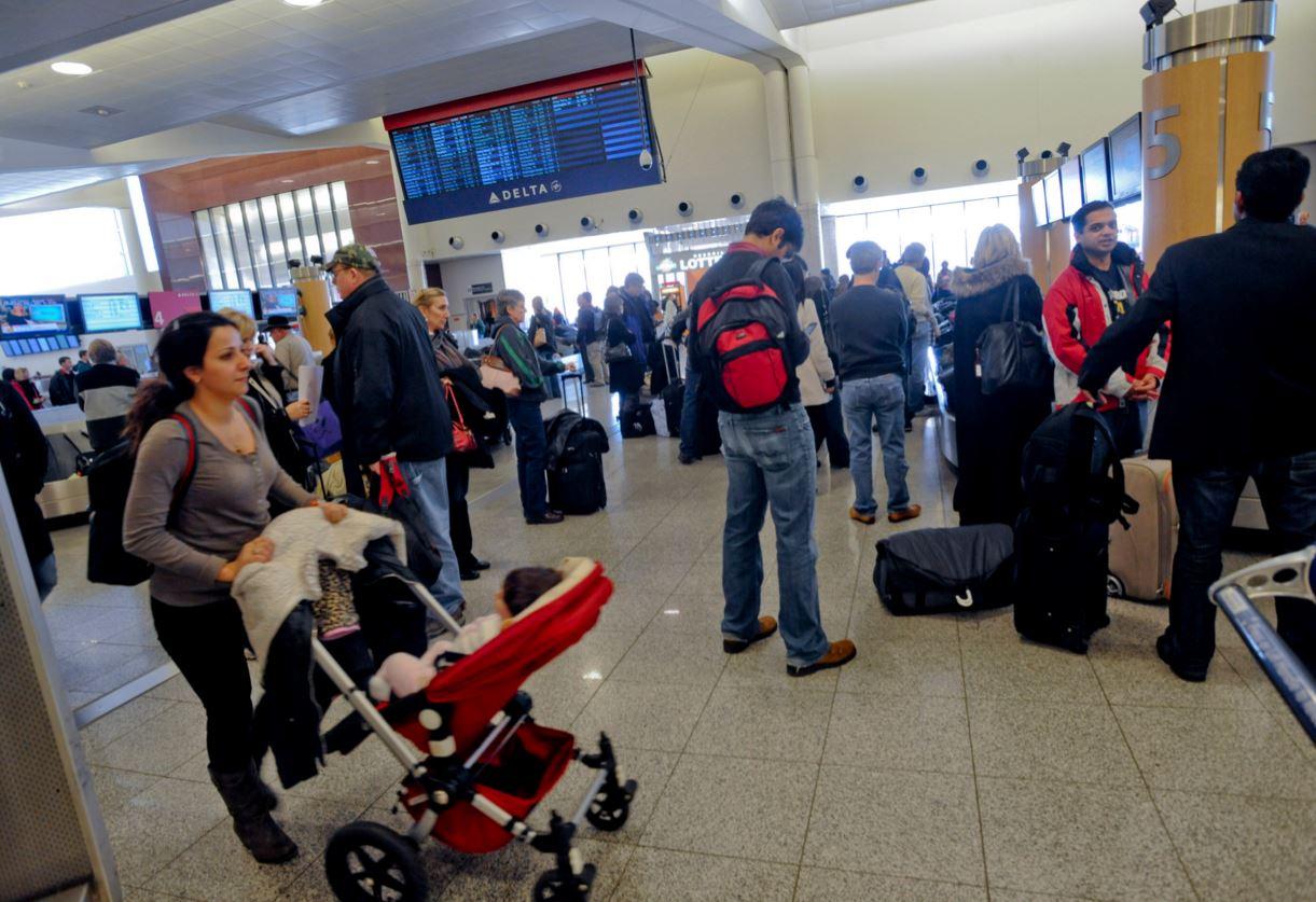 Overbook_Delta_gate_passenger_yolcu